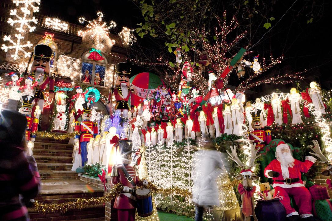 crazy-christmas-towns-dyker-heights-brooklyn1